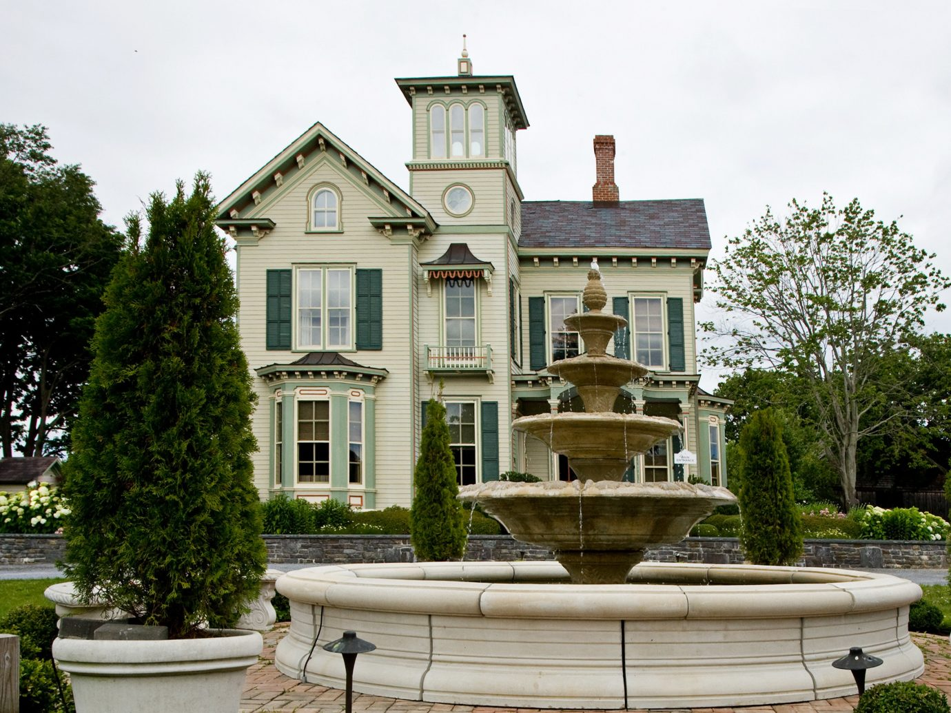 Boutique Country Eco Exterior Inn Outdoors Travel Tips tree outdoor house estate building home neighbourhood Architecture mansion château residential area facade manor house Courtyard cottage Garden stone