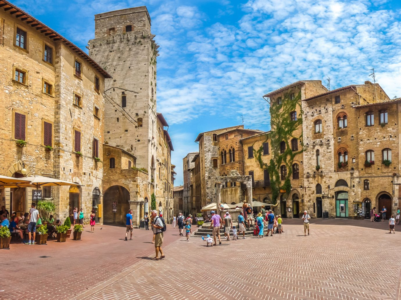 Italy Trip Ideas Town sky City town square landmark plaza urban area neighbourhood street tourism history medieval architecture Downtown building tourist attraction metropolis historic site facade ancient rome palace