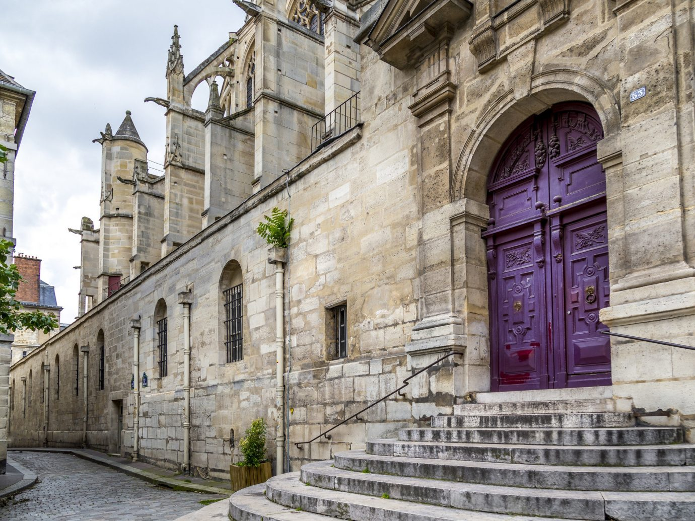 Offbeat building outdoor stone Town old landmark urban area Architecture neighbourhood street facade tourism ancient history place of worship Church monastery cathedral synagogue history arch
