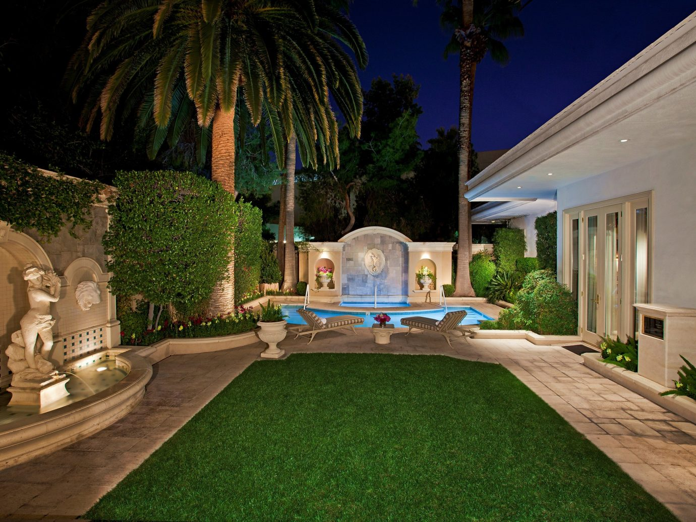 Lawn and private pool in a Three-Bedroom Villa at The Mirage Resort & Casino in Las Vegas