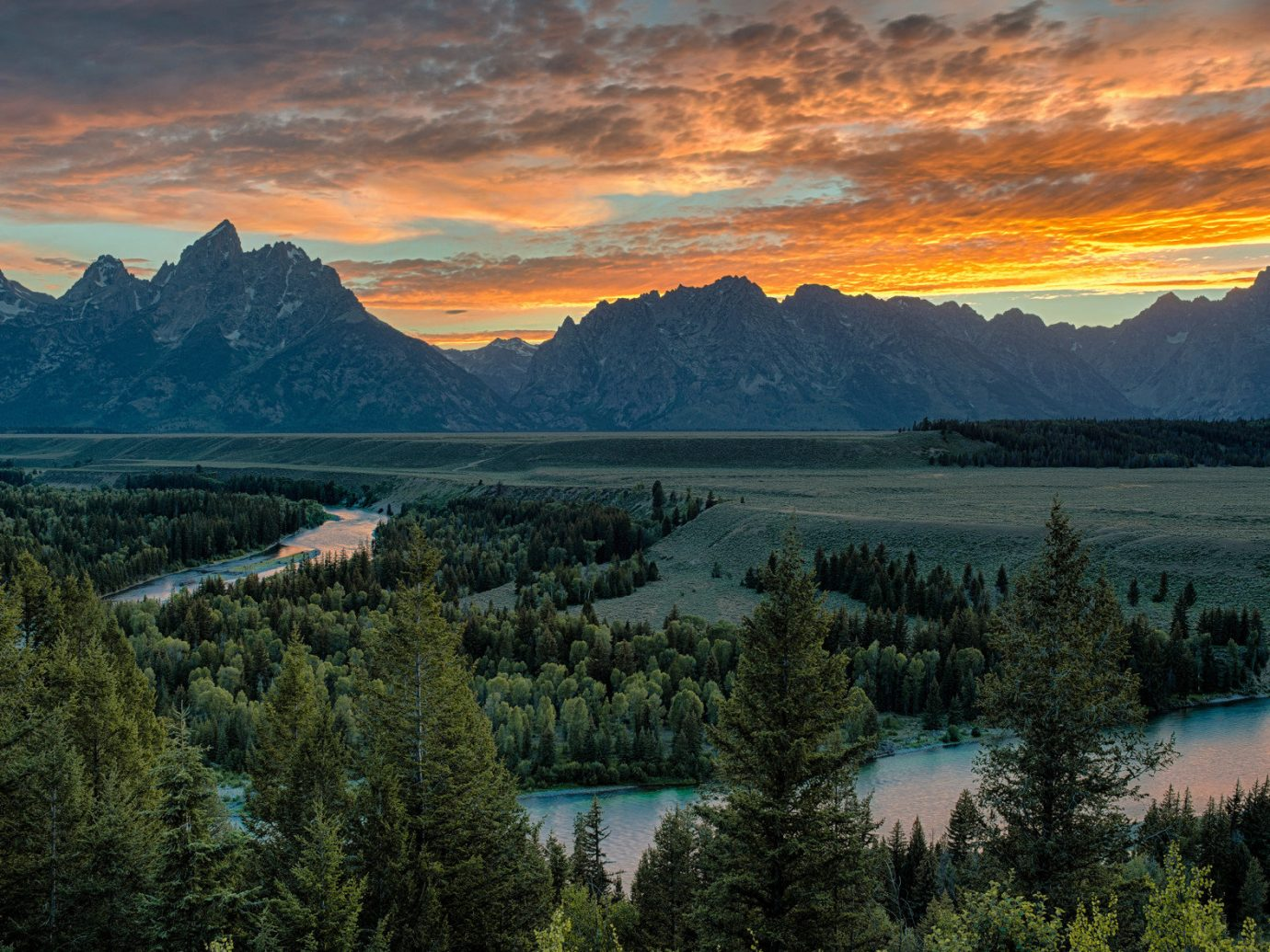 Travel Tips Trip Ideas mountain tree outdoor sky water mountainous landforms valley Nature canyon Lake grazing wilderness landform atmospheric phenomenon background cloud sunrise mountain range morning dawn hill reflection River landscape Sunset loch dusk evening plateau national park autumn hillside beautiful lush overlooking surrounded pasture Forest