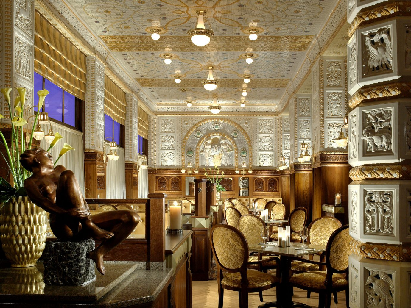 Bar Budget Dining Drink Eat Elegant Hotels indoor Lobby building ceiling estate palace interior design ancient history ballroom mansion synagogue tourist attraction furniture several