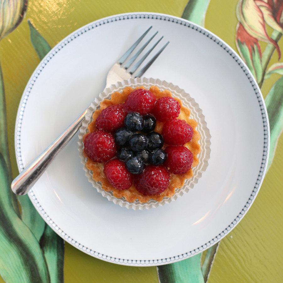 Trip Ideas plate food table dessert frutti di bosco fruit berry treacle tart tart recipe