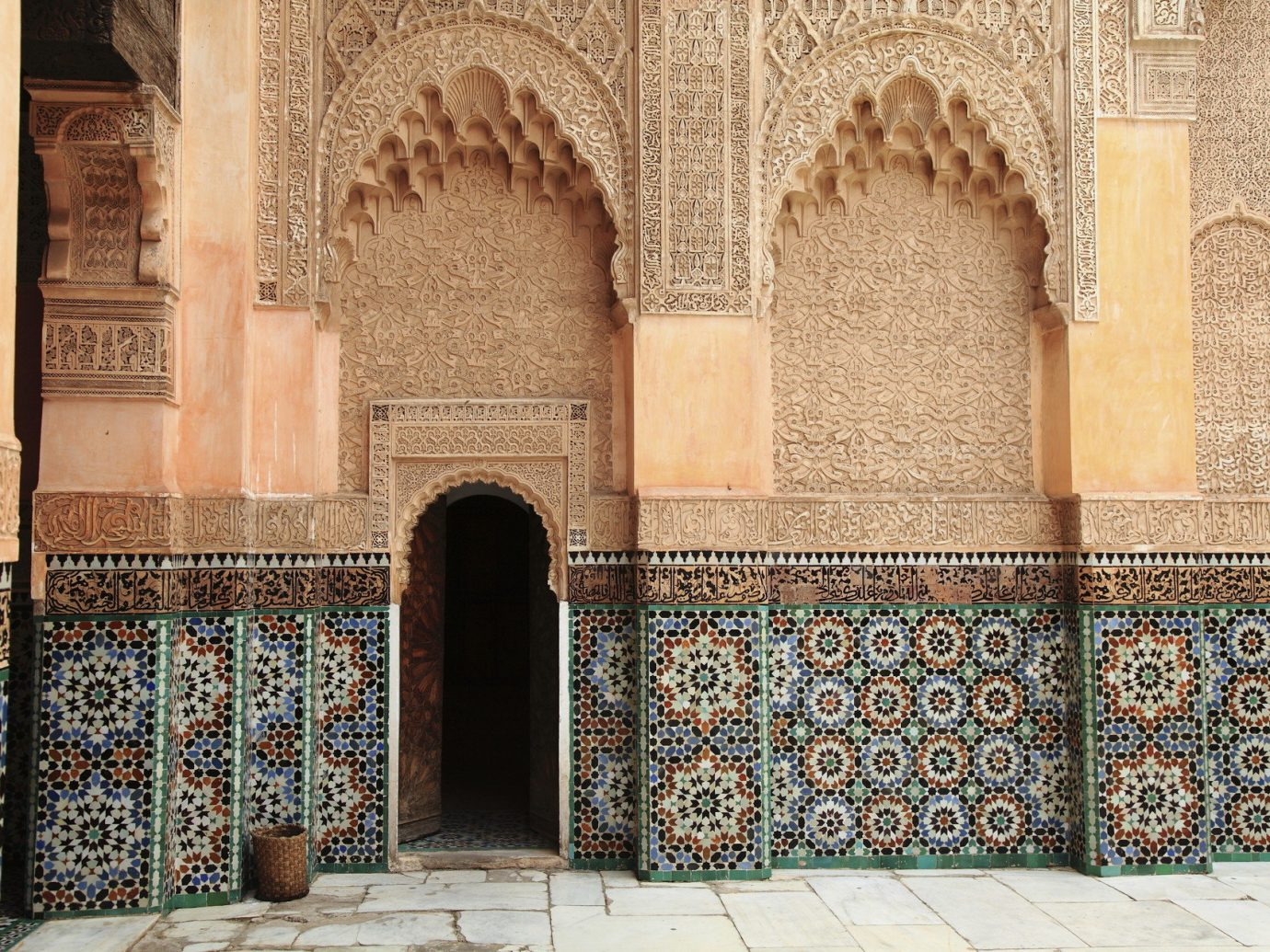 Travel Tips building palace Architecture mosque ancient history art facade place of worship arch interior design flooring temple synagogue tiled monastery cathedral chapel stone decorated tile altar painted colored
