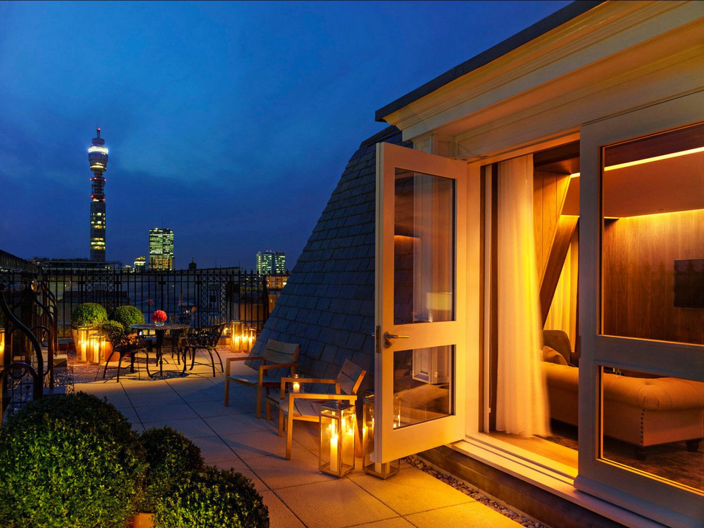 Boutique Hotels London Romantic Hotels outdoor night building house light Architecture evening estate lighting home facade screenshot mansion