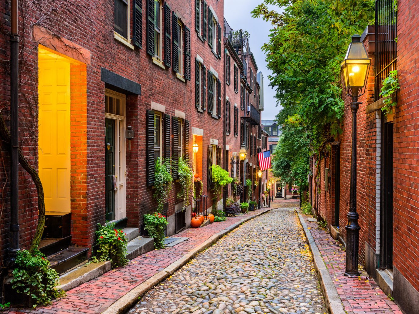 Boston Jetsetter Guides Offbeat Trip Ideas Weekend Getaways building outdoor way color scene brick road alley Town street neighbourhood lane City urban area human settlement residential area sidewalk infrastructure autumn Downtown cityscape flower Village track Courtyard