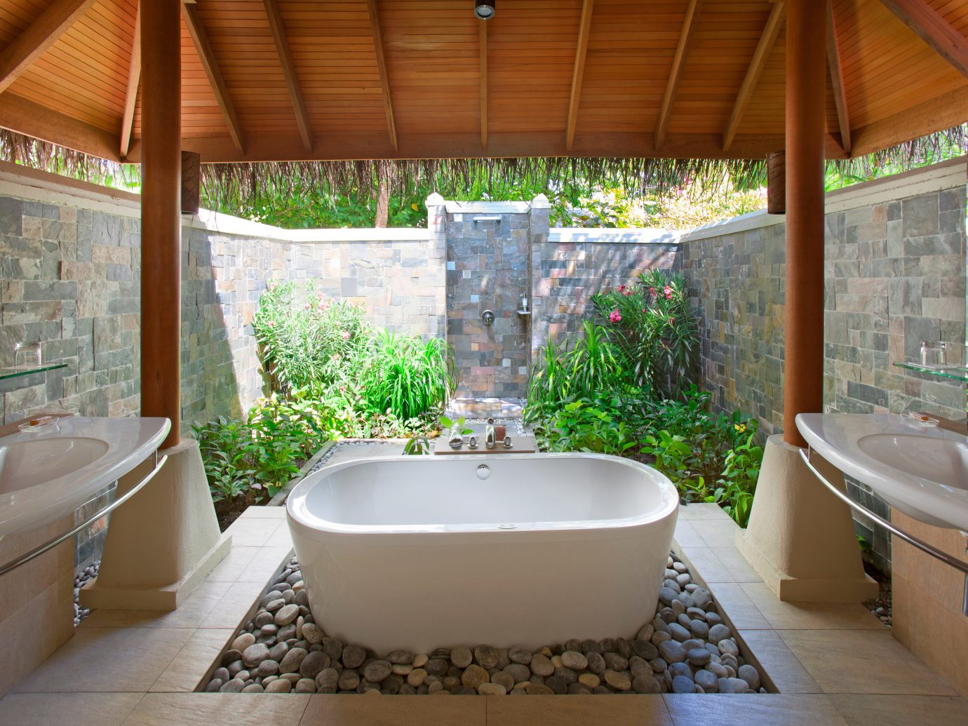 Outdoor bathtub at Baros Maldives