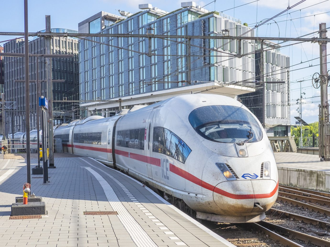 Travel Tips train track outdoor high speed rail transport metropolitan area station rail transport platform mode of transport train station urban area rolling stock public transport railroad car tgv locomotive metropolis rapid transit maglev vehicle passenger car pulling subway