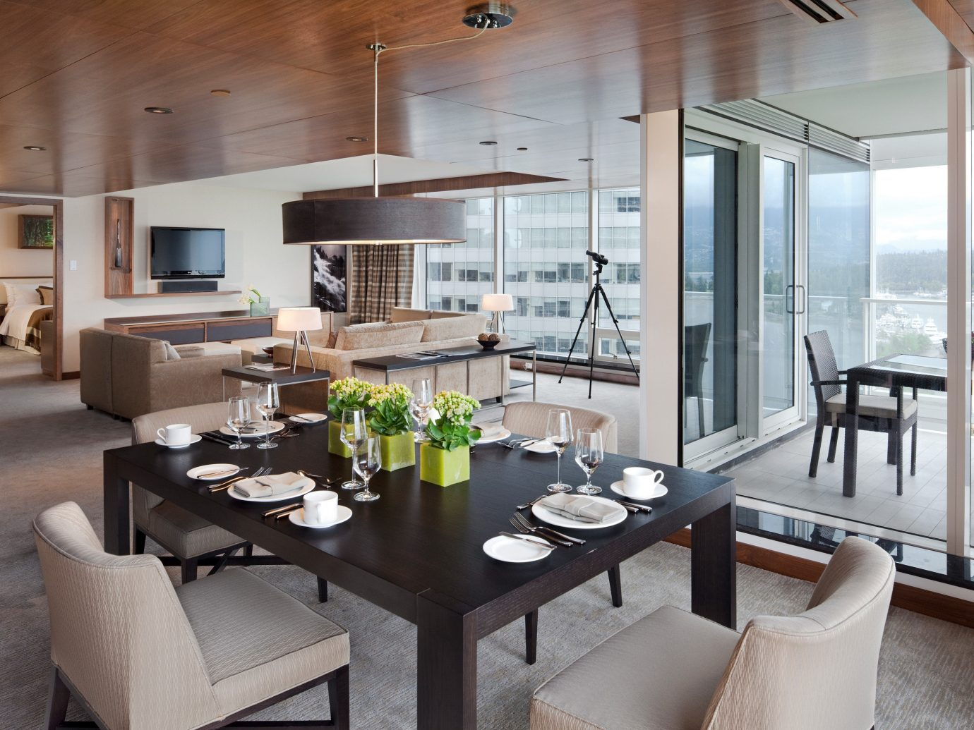 Dining Drink Eat Hotels Modern Scenic views table indoor floor window ceiling room dining room property living room condominium estate interior design home real estate Design Suite Villa yacht apartment furniture area Island Bar dining table