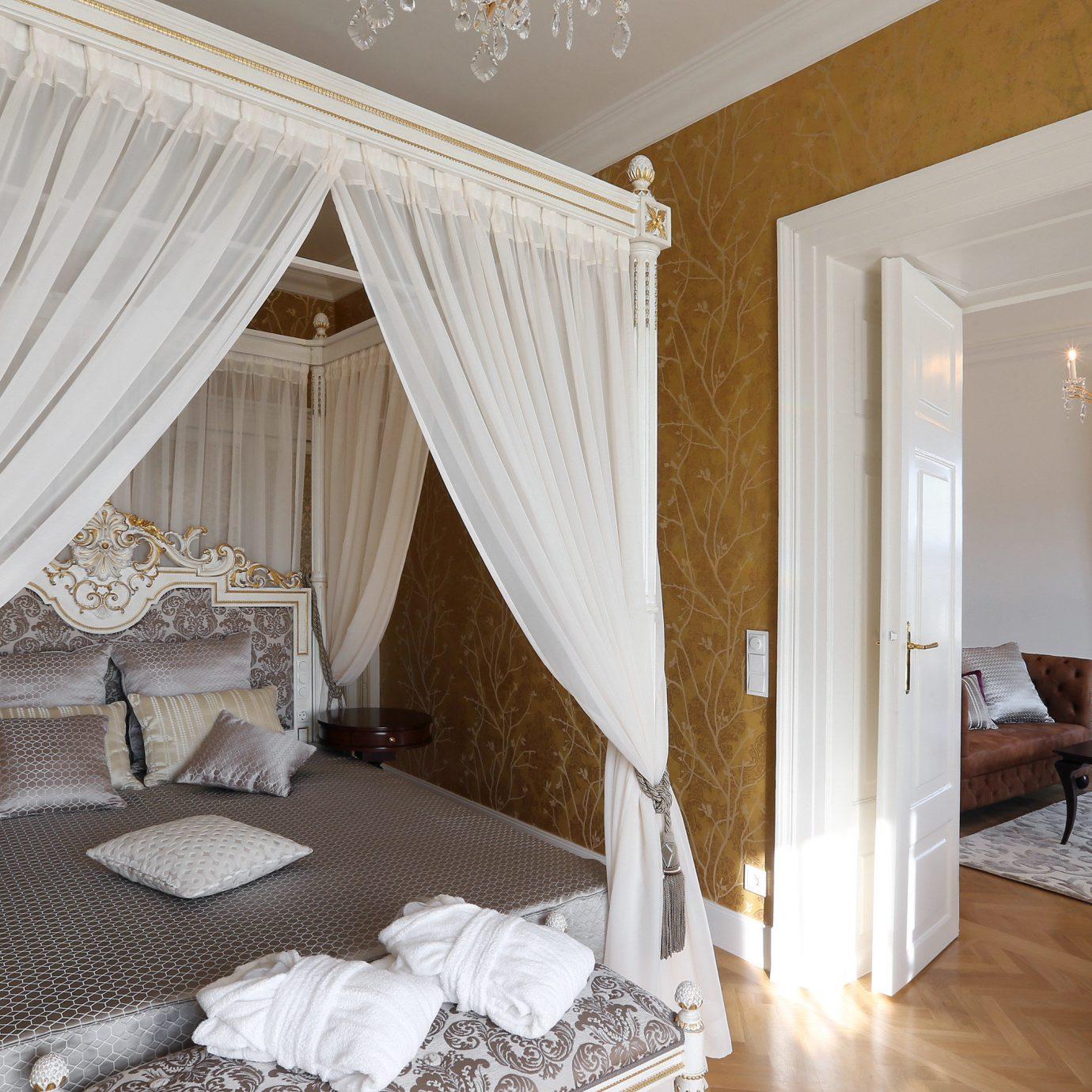 Adult-only Bedroom Elegant Luxury Resort Suite curtain property cottage home living room mansion