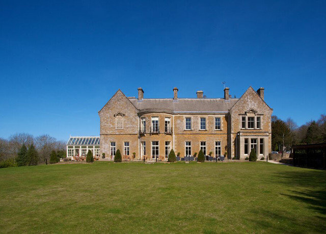 grass sky building stately home house château castle Architecture manor house home mansion monastery palace abbey grassy lush