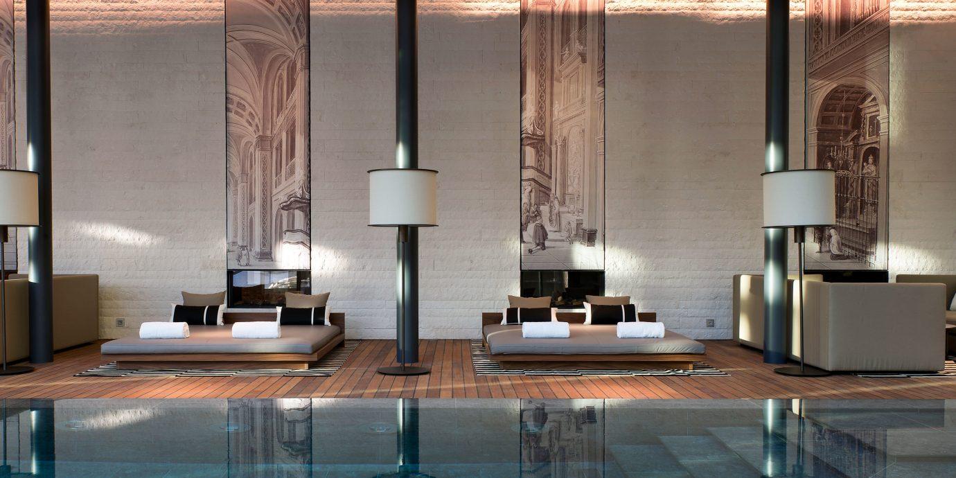 Lounge Luxury Play Pool Resort Lobby Architecture living room lighting glass flooring