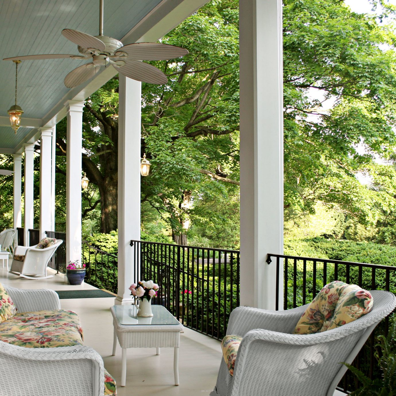 B&B Balcony Classic Country Drink Eat Grounds Inn Romantic tree property building porch backyard home Garden outdoor structure flower cottage yard Courtyard Villa