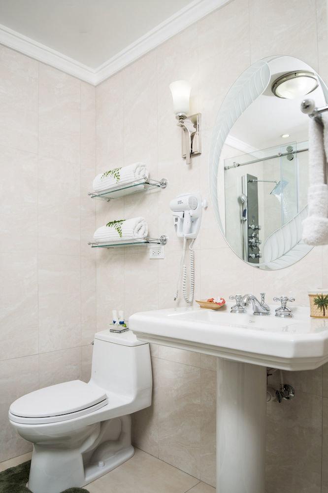 B&B Bath Beach Budget Sea bathroom sink mirror toilet bidet home plumbing fixture tile water basin tiled