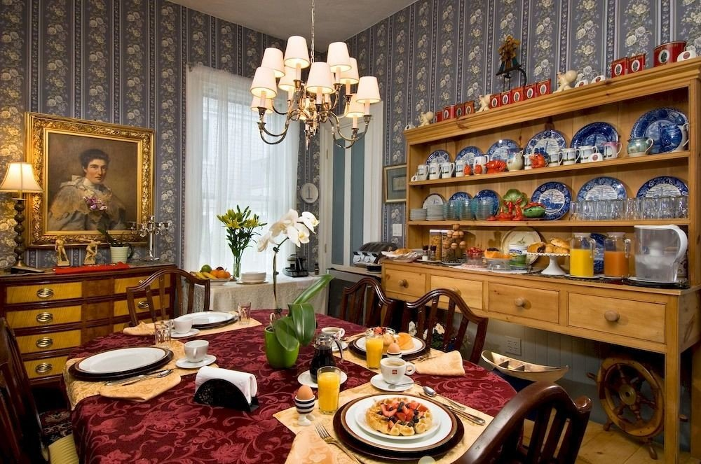B&B Dining Romantic property home living room