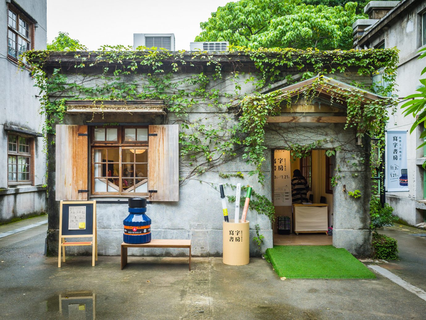 Arts + Culture Taipei Travel Tips Trip Ideas neighbourhood Town house tree window facade street Courtyard plant real estate cottage building City road