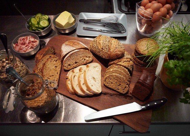 food plate baking bakery