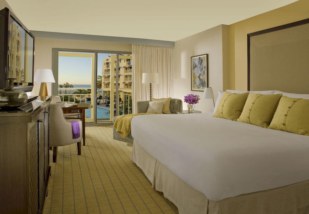 Balcony Bedroom Elegant Scenic views Suite sofa property cottage condominium Villa