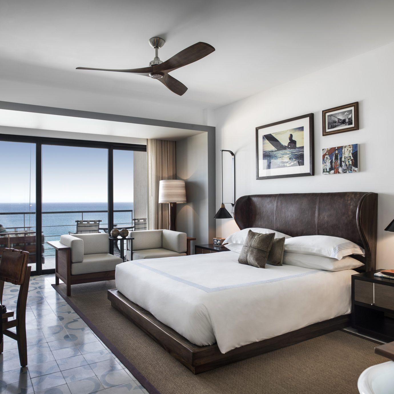 Balcony Bedroom Hip Hotels Modern Scenic views Suite Trip Ideas Tropical Waterfront property living room home condominium Villa
