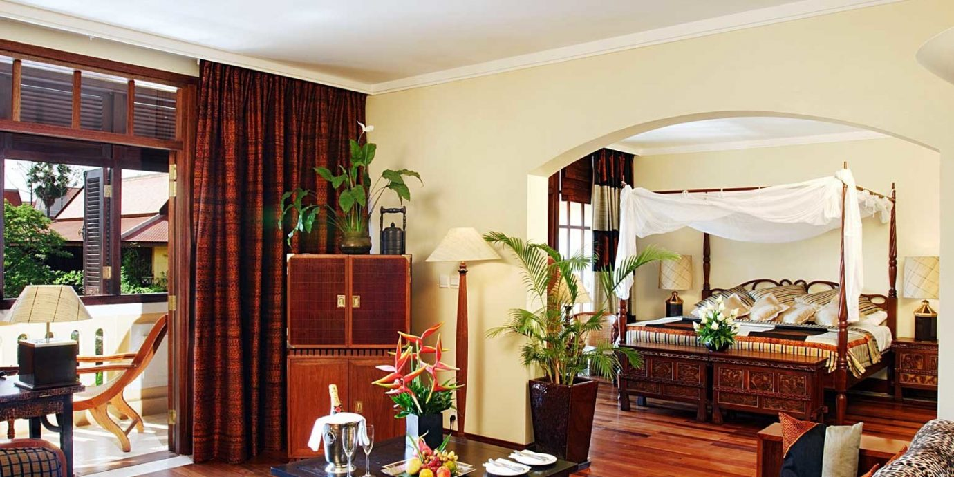 Balcony Bedroom Resort Scenic views Suite property living room home condominium Villa Lobby mansion cottage leather