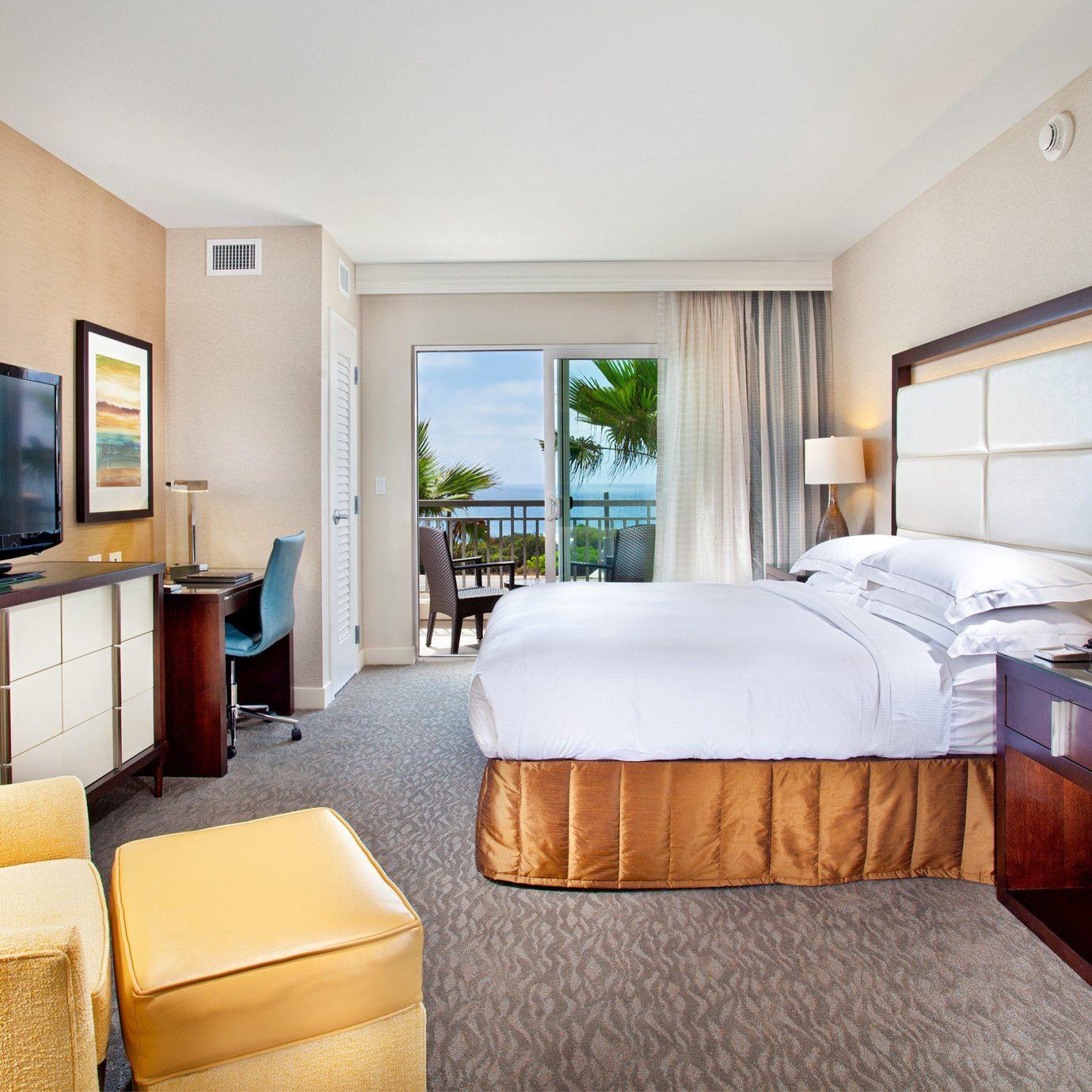 Balcony Bedroom Ocean Scenic views Waterfront sofa property Suite condominium living room home cottage Villa flat