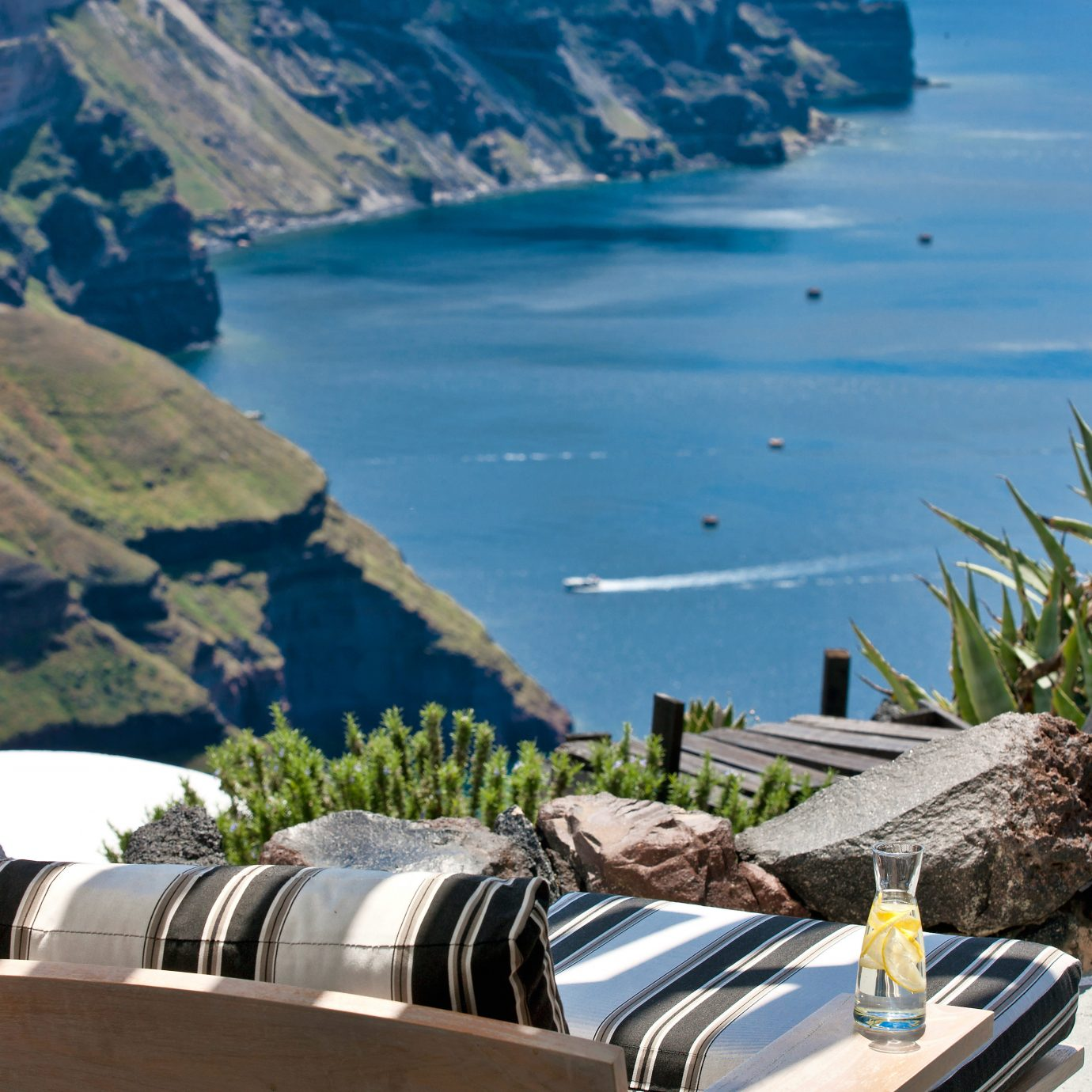 Bar Drink Eat Ocean Scenic views mountain Nature Coast Sea Lake vehicle overlooking