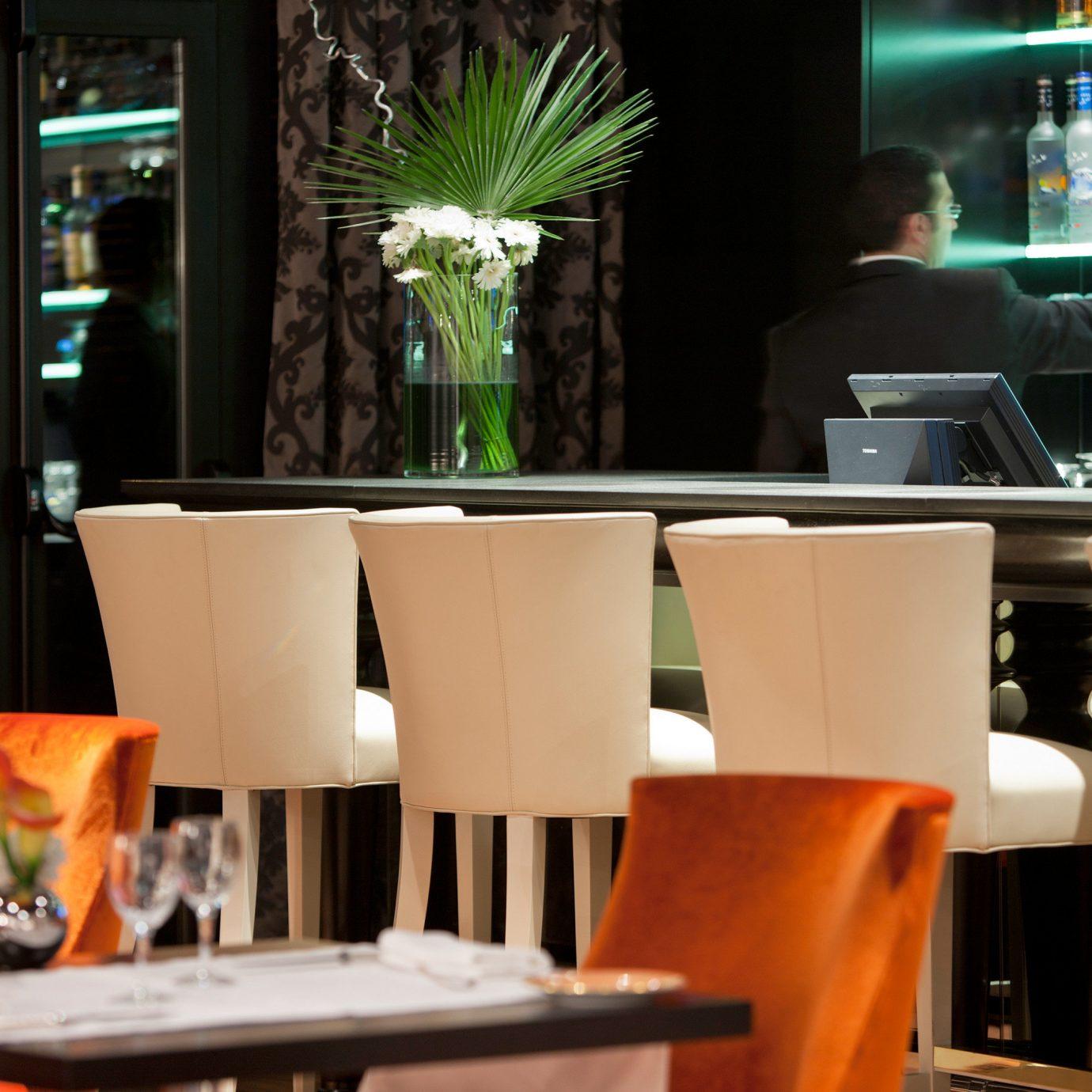 Bar Drink Modern Resort restaurant home Dining café coffeehouse dining table