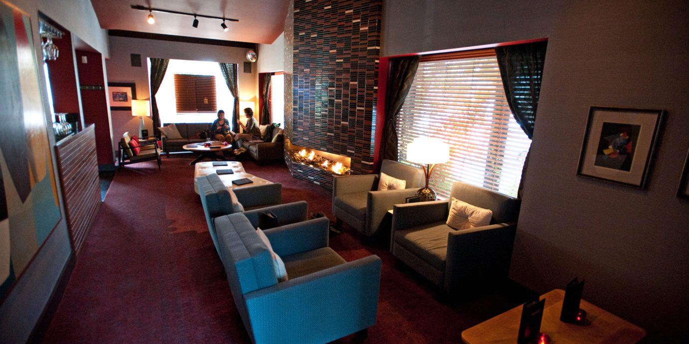 Bar Drink Modern property restaurant living room Suite