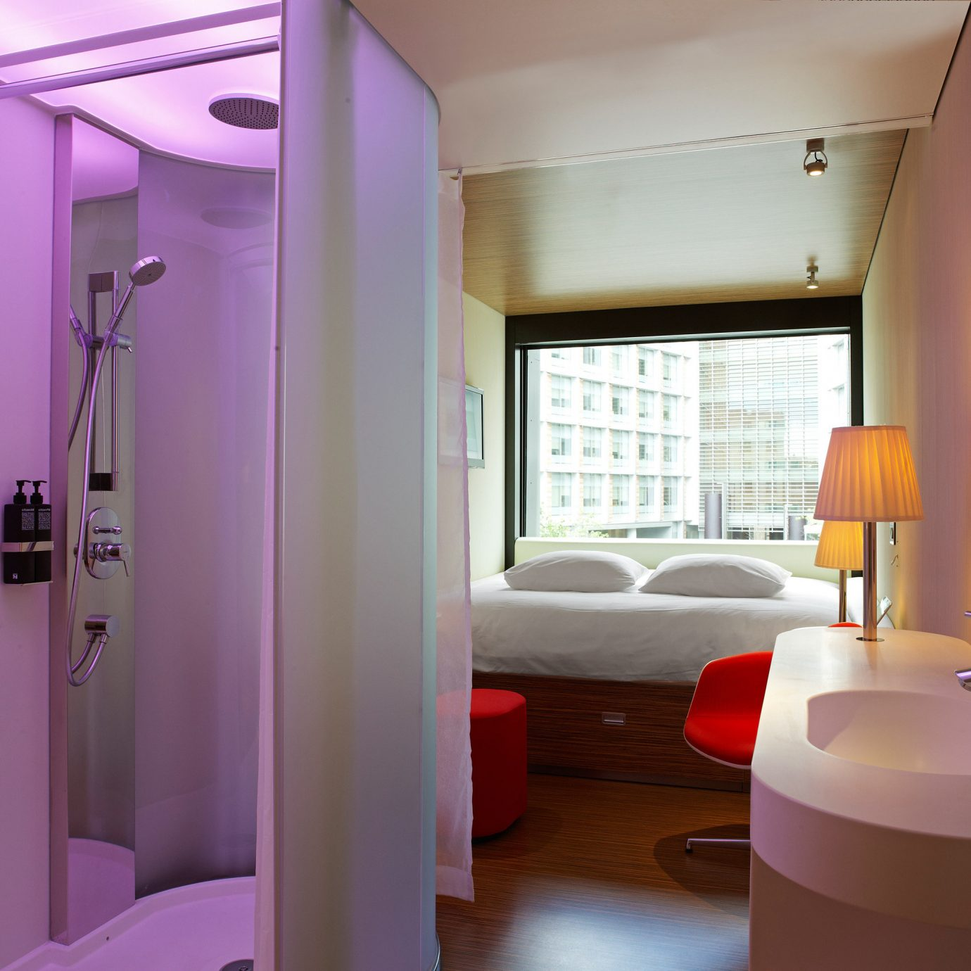 Bath Budget Hotels London Luxury Modern property home condominium Suite