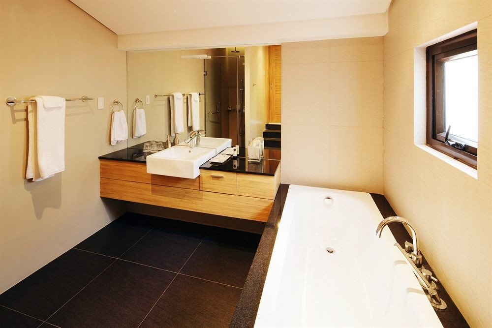 property house Suite home hardwood cottage sink Kitchen Villa condominium living room flooring tub tile Bath tiled
