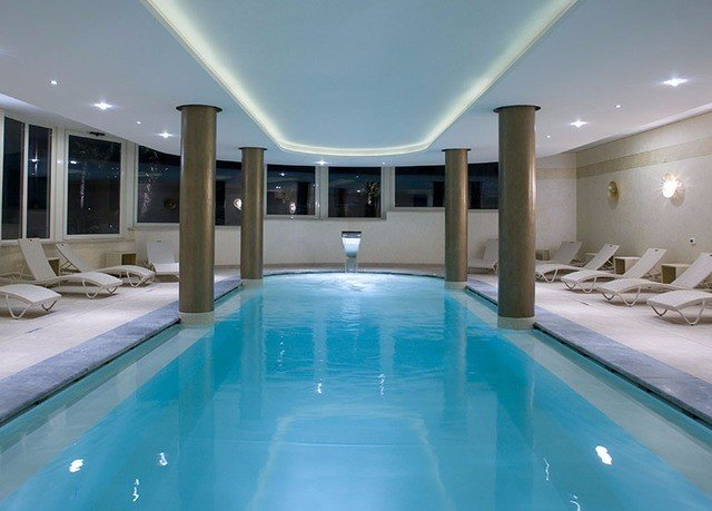 swimming pool Pool property leisure centre blue Resort tub jacuzzi mansion yacht bathtub swimming Bath