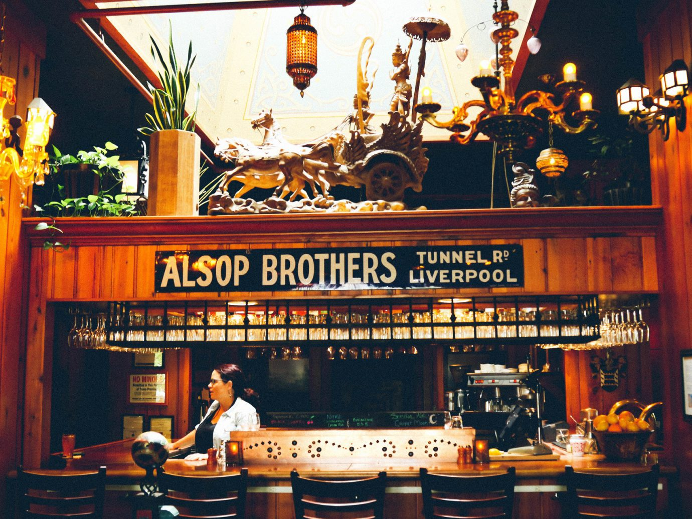 Jetsetter Guides Road Trips indoor Bar restaurant sense table cluttered altar