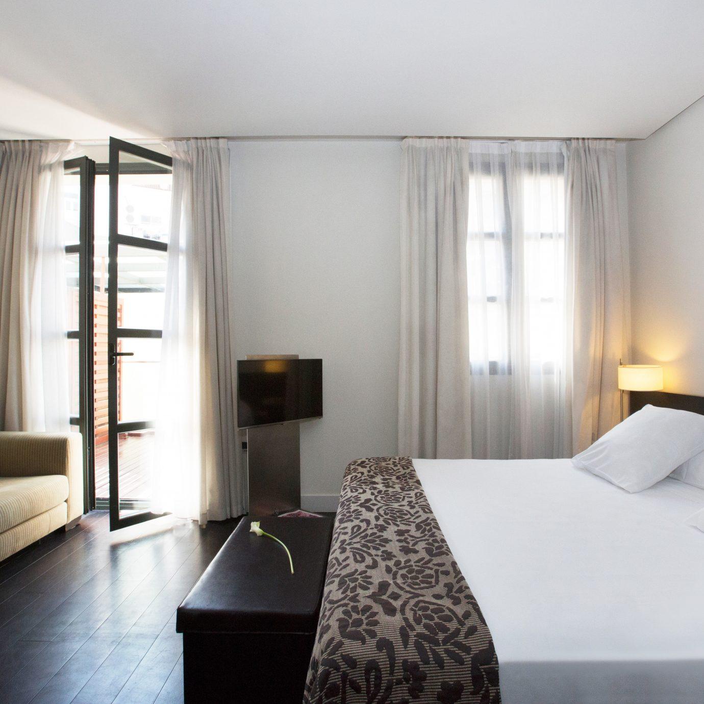 Bedroom Boutique Budget City Hip Modern sofa property Suite condominium cottage pillow