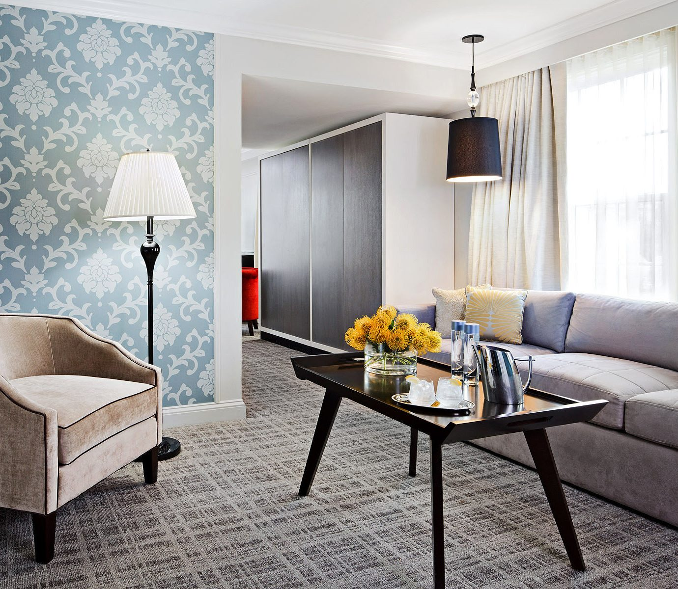 Bedroom Boutique Hotels City Hotels Lounge Modern property living room Suite home condominium cottage lamp