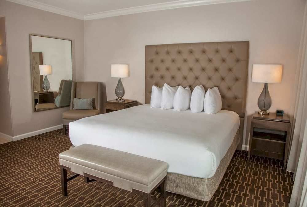 Bedroom Classic Luxury Suite property cottage