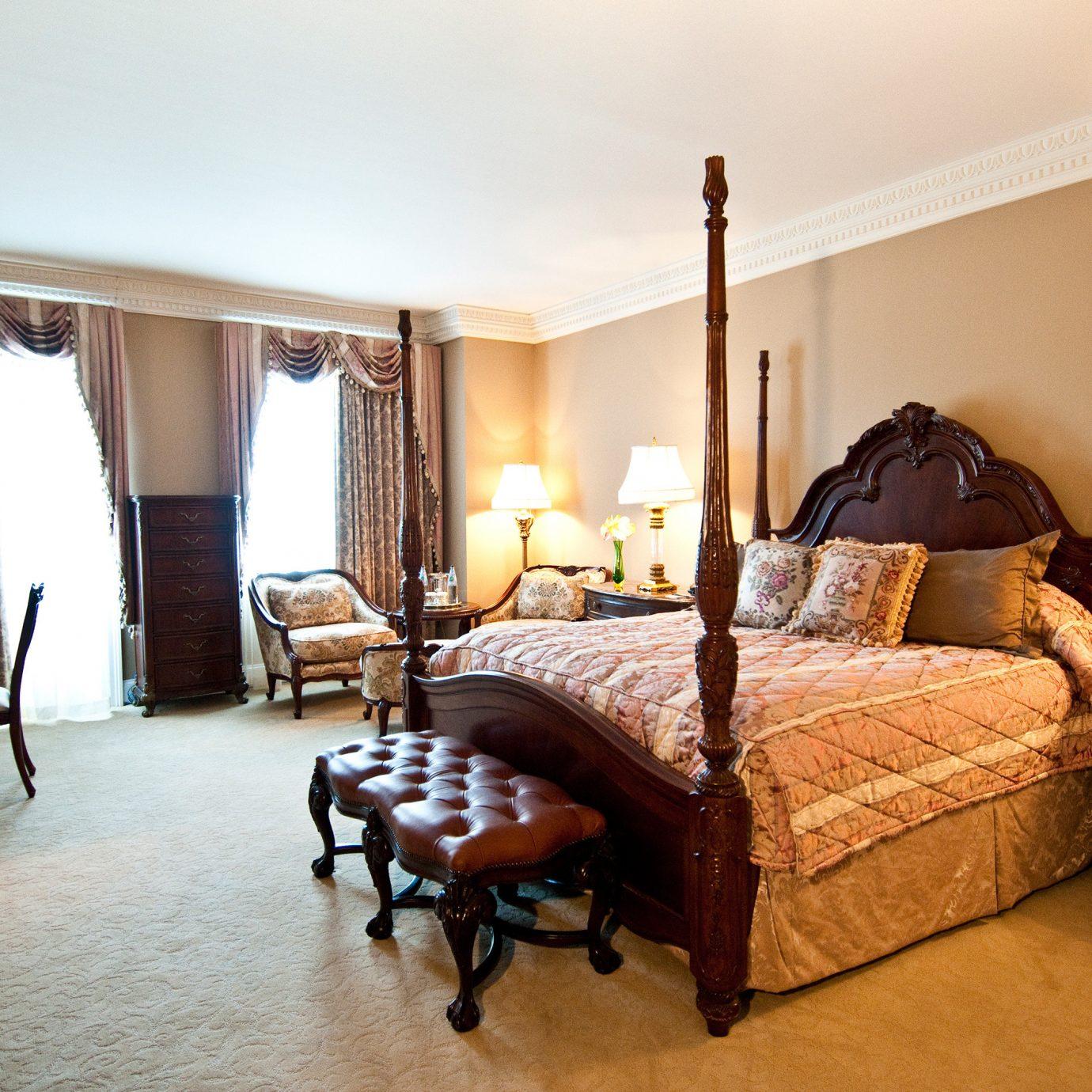 Bedroom Elegant Historic Suite property home cottage Villa living room