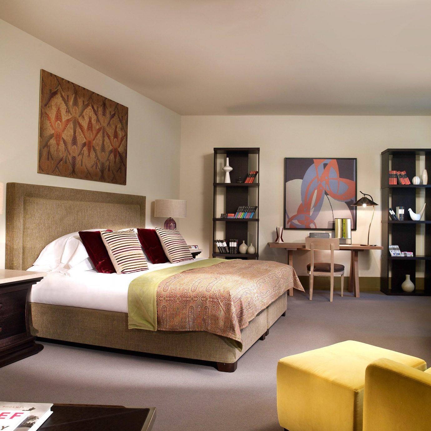 Bedroom Elegant Luxury Suite sofa living room property home hardwood cottage condominium flat