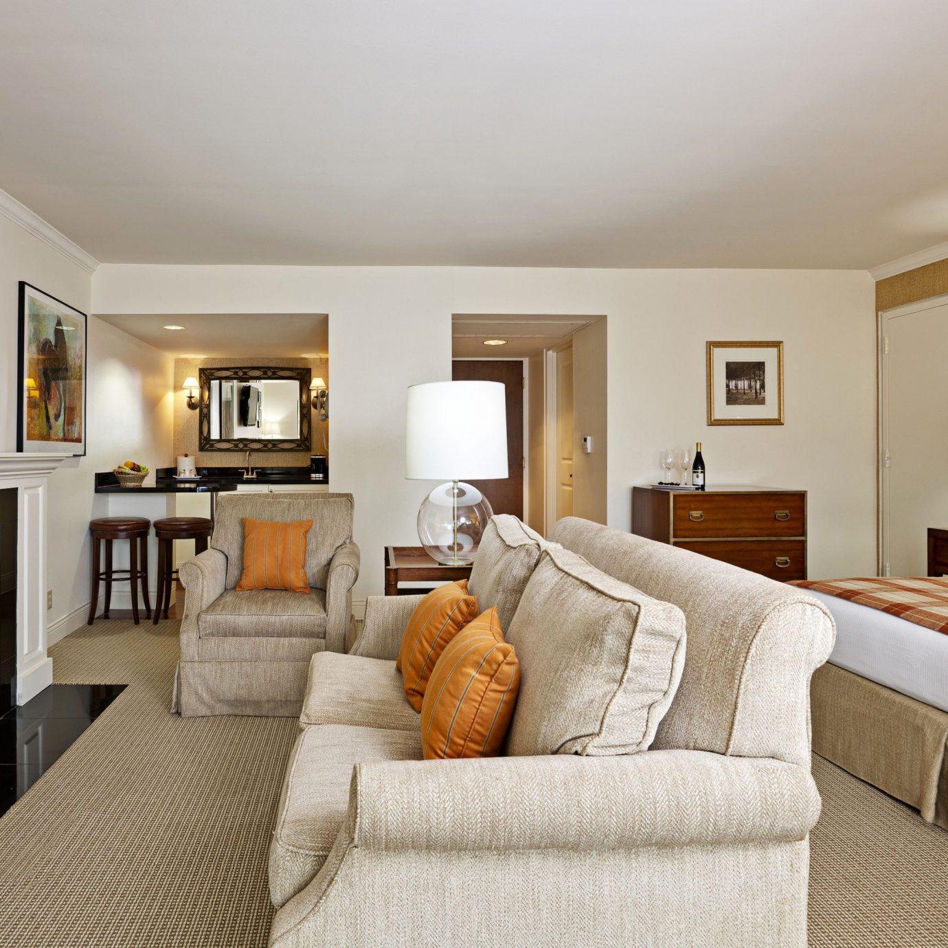Bedroom Fireplace Resort sofa property living room home Suite cottage hardwood Villa flat