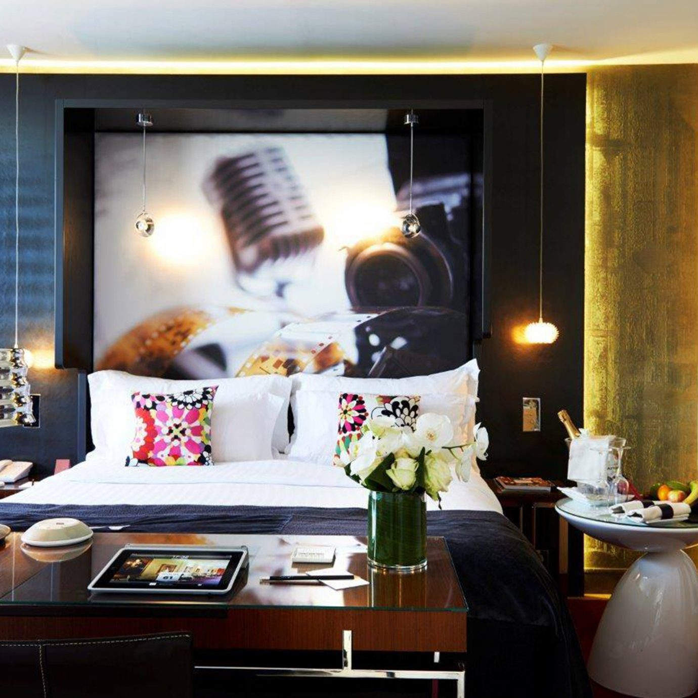 Bedroom Hip Luxury Modern Suite property living room home condominium cottage
