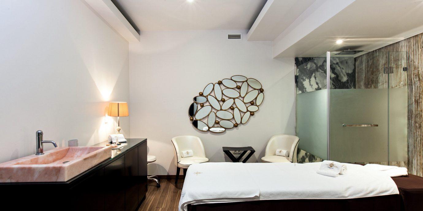 Hip Spa Wellness property Suite Bedroom cottage living room