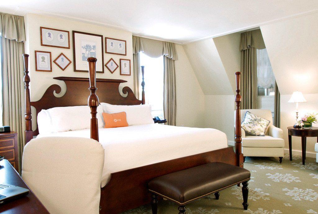 Bedroom Historic Hotels Inn property living room Suite home condominium
