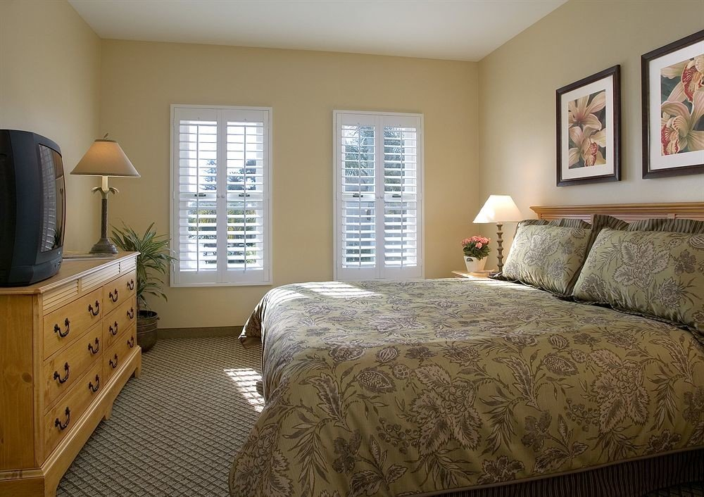 Bedroom Luxury Modern Suite sofa property cottage home hardwood bed sheet lamp