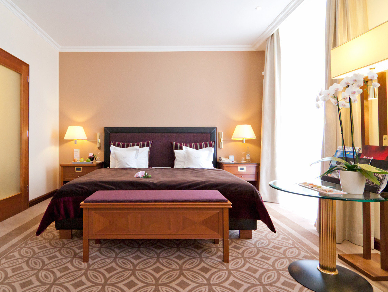 Bedroom Luxury Resort property Suite hardwood living room home recreation room bed sheet cottage