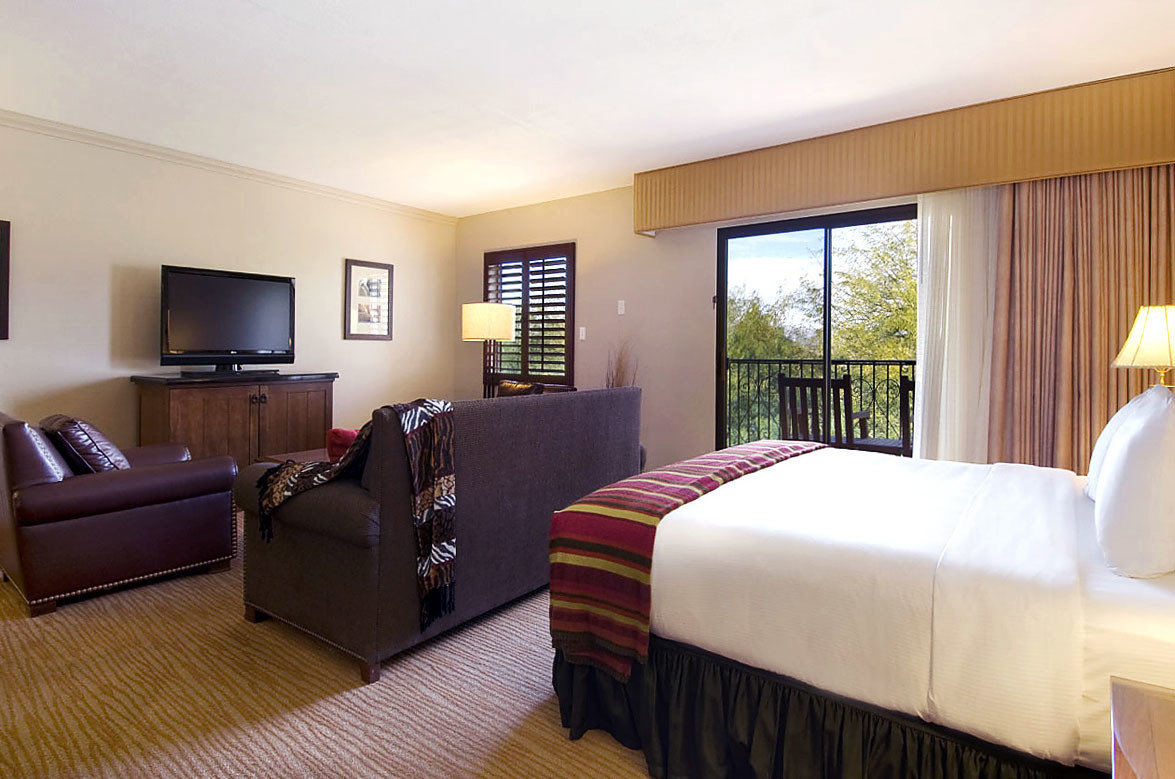sofa property Bedroom Suite cottage condominium Villa Resort