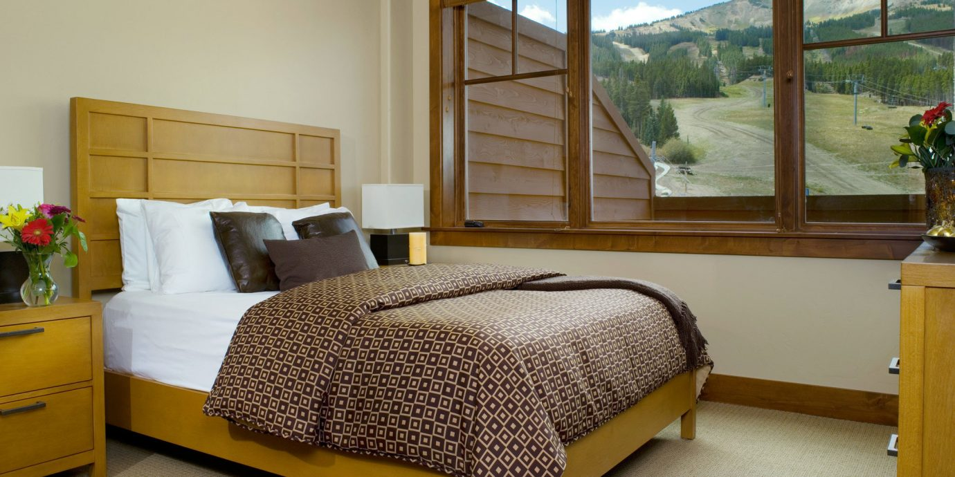 Bedroom Rustic Scenic views yellow property hardwood home bed frame cottage bed sheet Suite