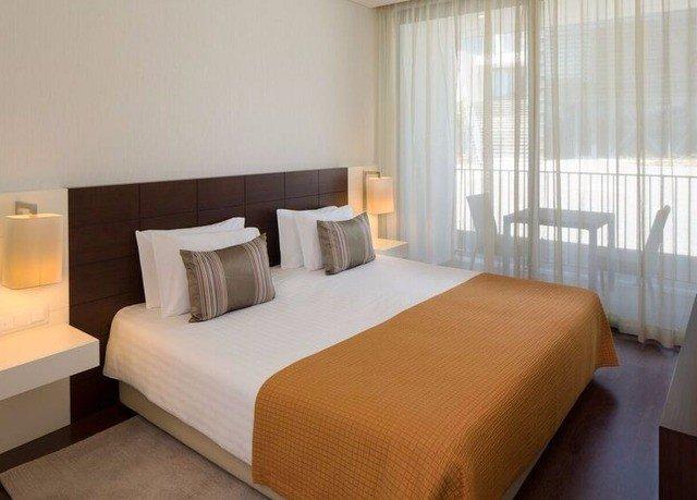 Bedroom property Suite desk condominium cottage lamp
