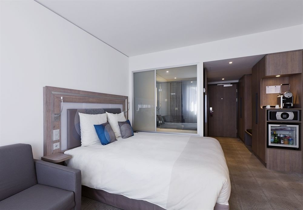 sofa Bedroom property Suite white condominium living room home pillow cottage lamp