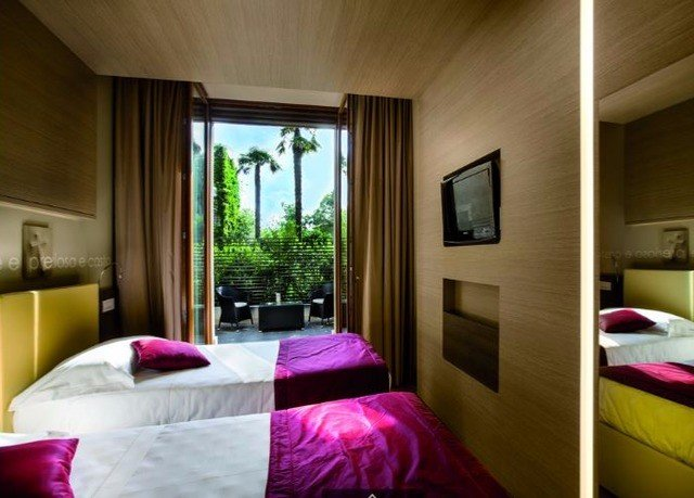 purple Bedroom property Suite cottage pink Villa bright colored