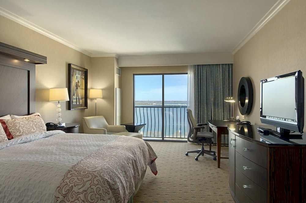 Bedroom property condominium Suite living room home cottage Villa flat