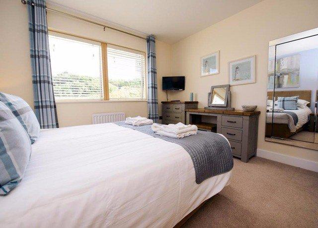 Bedroom property cottage home Suite hardwood condominium Villa